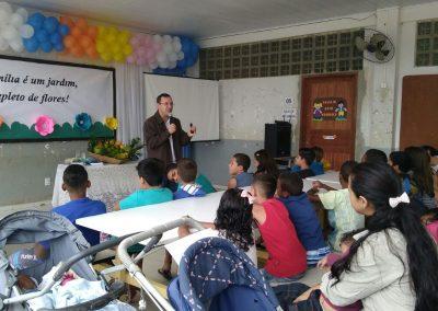 Palestra para educadores, pais e alunos na Escola Municipal no Farias - Linhares
